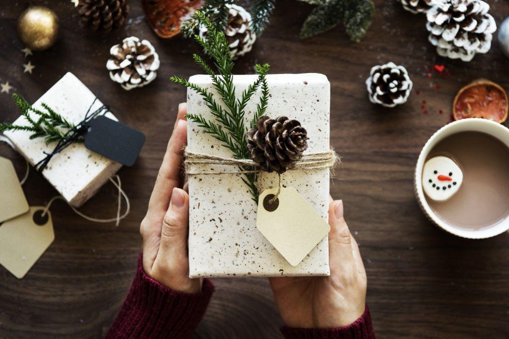 Geschenke basteln in der Adventszeit in der Kirche Heide