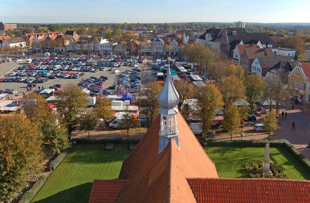St. Jürgen Kirche von oben mit Blick auf Heide
