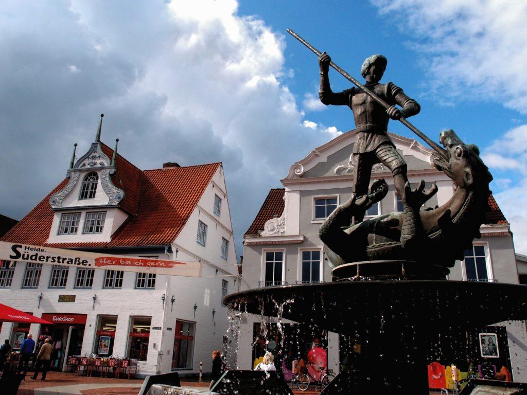 St. Georgs Brunnen Heider Markt