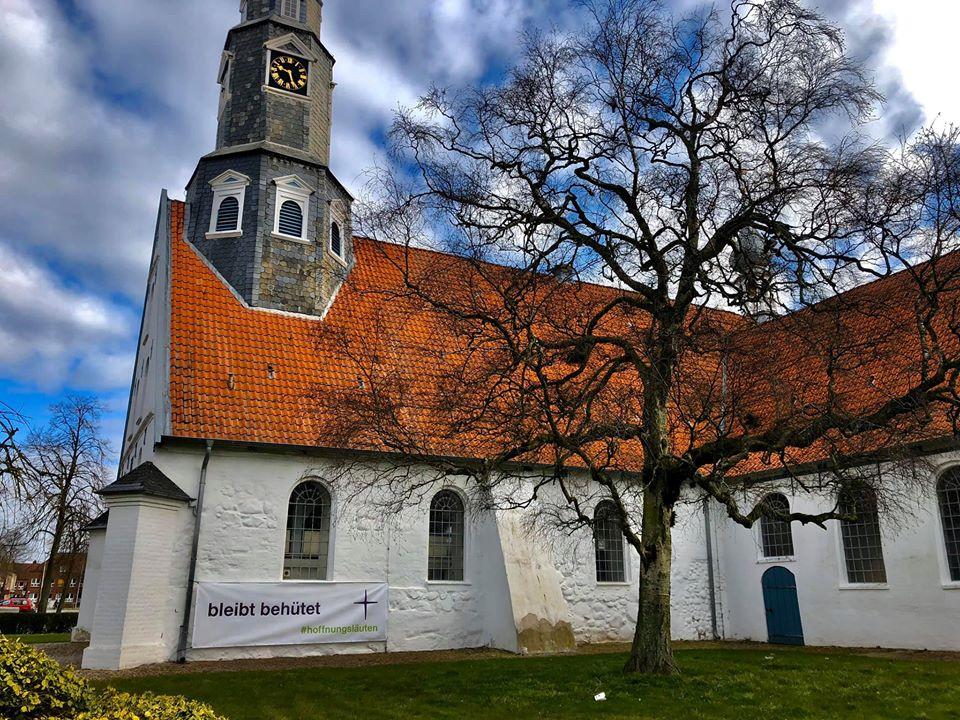 St Jürgen mit Banner #hoffnungsläuten